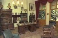 חדר העבודה של בנימין זאב הרצל בביתו שבווינה, אוסטריה. שחזור במוזיאון הרצל בירושלים. האם כאן כתב את הפיליטון בשנת 1892?